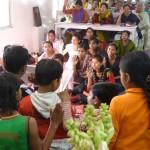 Kinderen doen een gelofte om de 10 geboden na te leven
